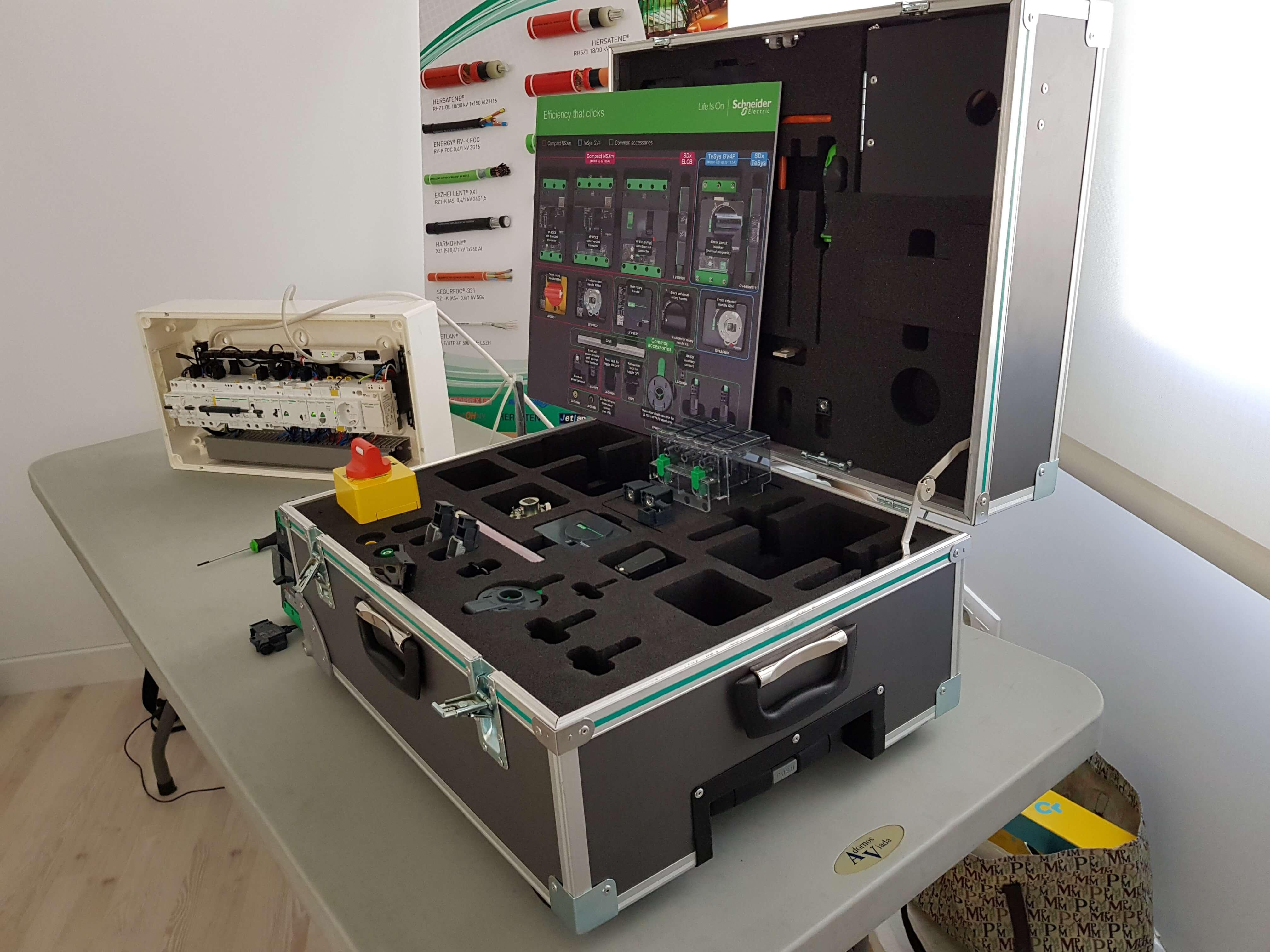 Schneider Electric lanza su nueva gama de interruptores automáticos industriales Compact NSXm
