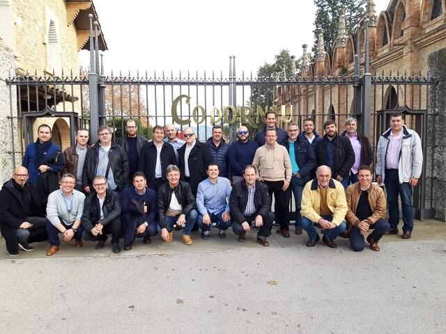 AEMSA EN FÁBRICAS DE ENVOLVENTES UNIVERSALES DE SCHNEIDER ELECTRIC - visita Codorniu. Equipo