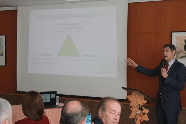 Presentaciíon del director general de AEMSA durante el cocido de proveedores