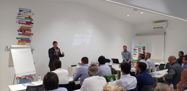 El director general de Almacenes Eléctricos Madrileños presentó el curso de formación