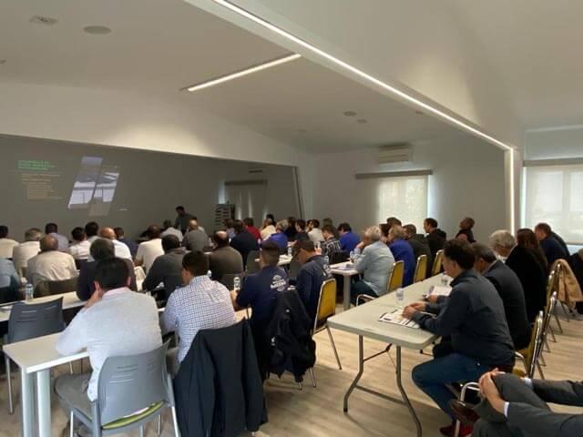 Presentacón del cuso de Autoconsumo Fotovoltaico por el departamenteo de renovables de Almacenes Eléctricos Madrileños